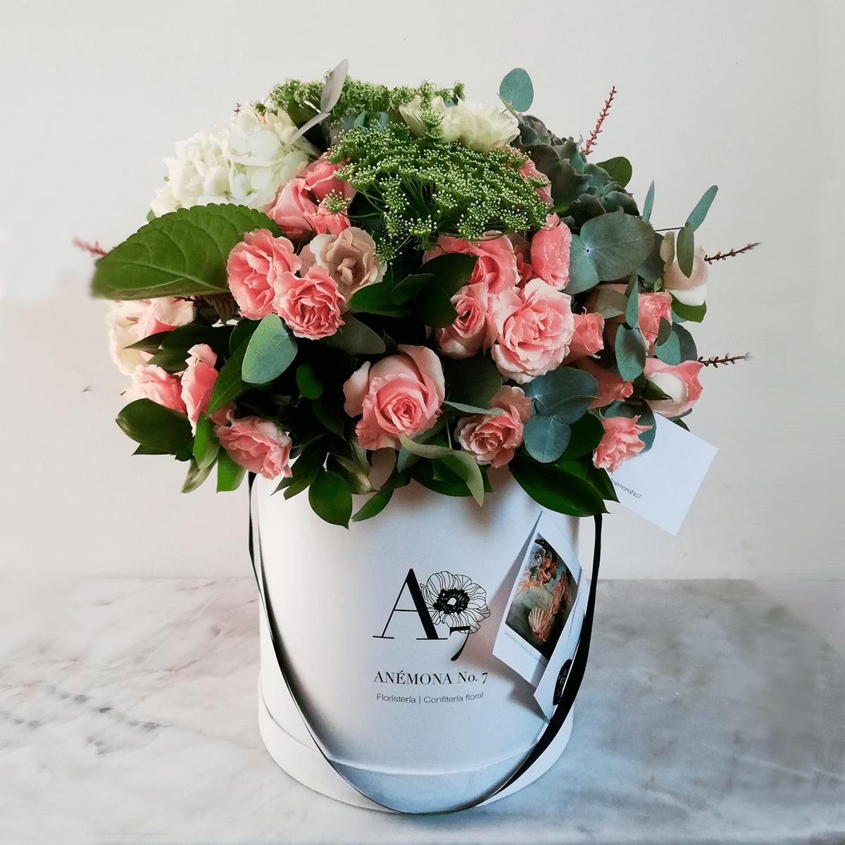 arreglo rosas hortensias flores y suculenta