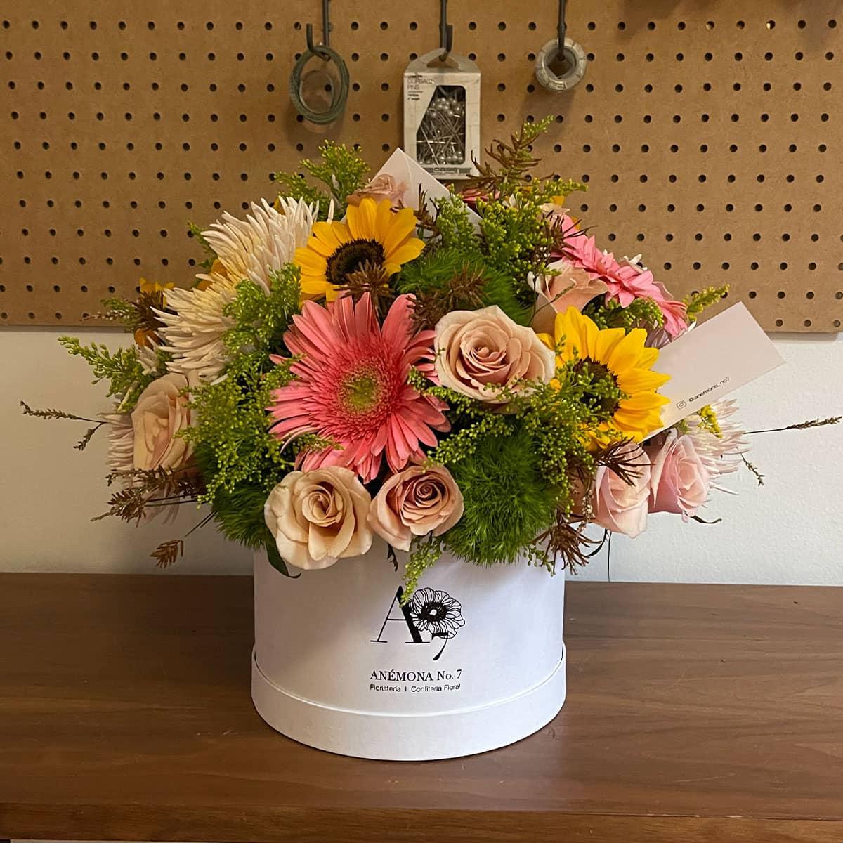 arreglo de girasoles con rosas y gerberas